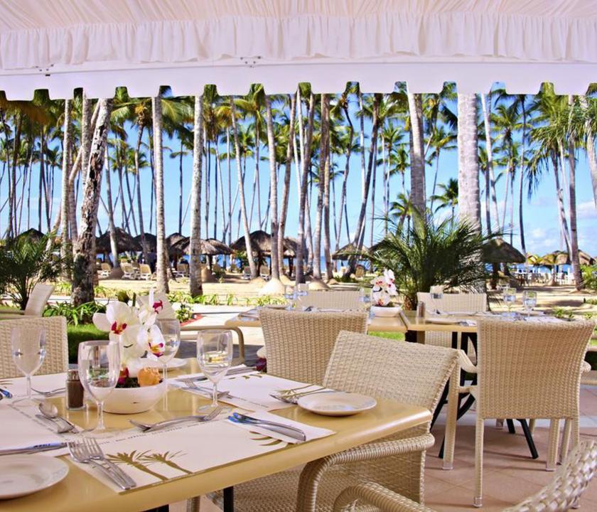 Bahia Principe Luxury Bouganville - étterem a teraszon (Dominikai utazások)