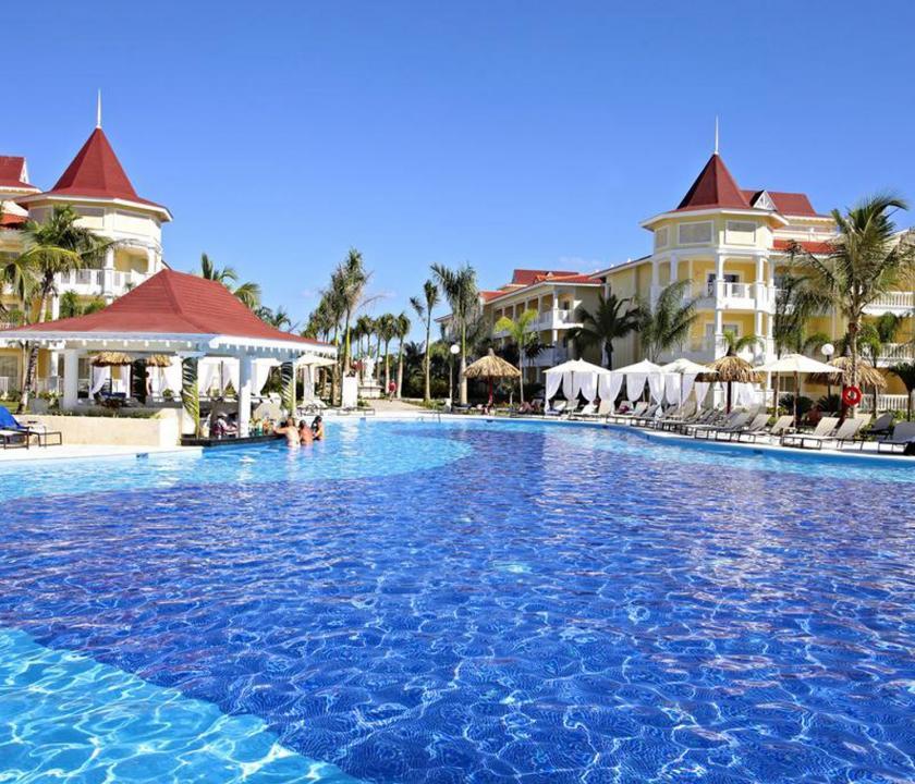 Bahia Principe Luxury Bouganville - medence (Dominikai utazások)