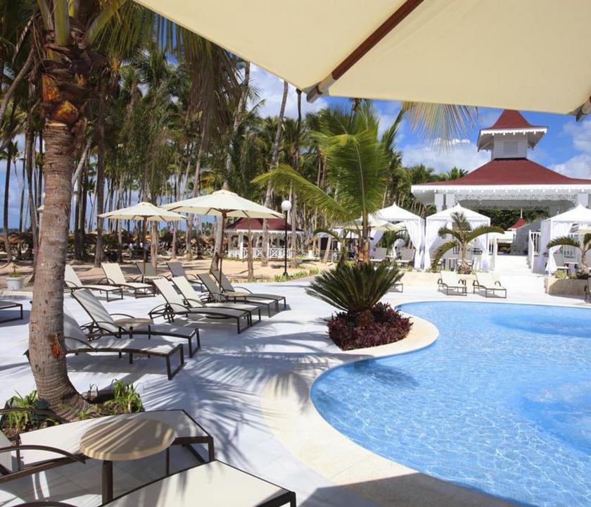 Bahia Principe Luxury Bouganville - pihenés a medence parton (Dominikai utazások)