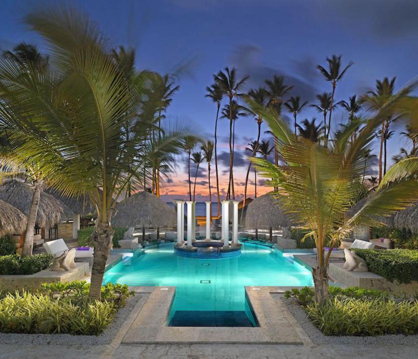Paradisus Palma Real Golf & Spa Resort - medence este (Dominikai utazások)
