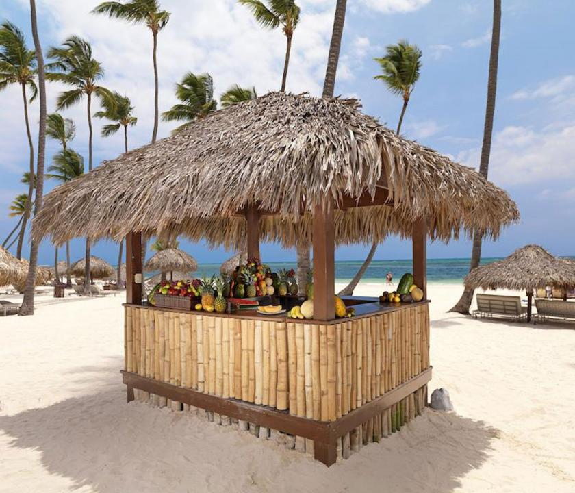 Paradisus Palma Real Golf & Spa Resort - bár a parton (Dominikai utazások)