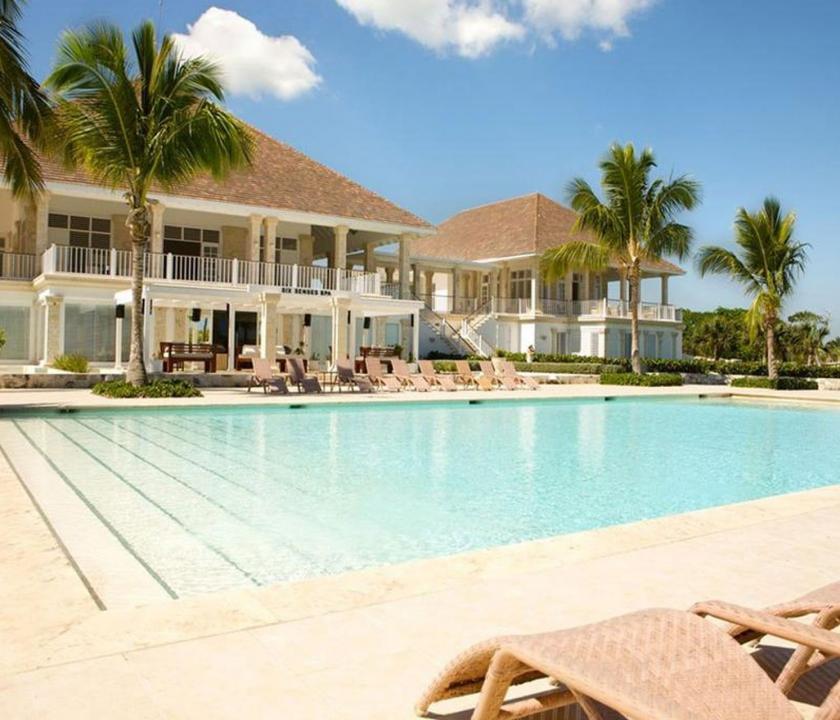 Tortuga Bay Puntacana Resort & Club - medence (Dominikai utazások)