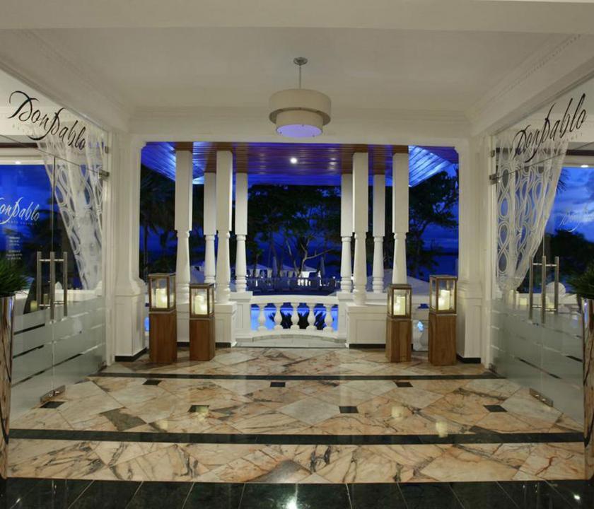 Luxury Bahia Principe Samana - a hotel bejárata (Dominikai utazások)