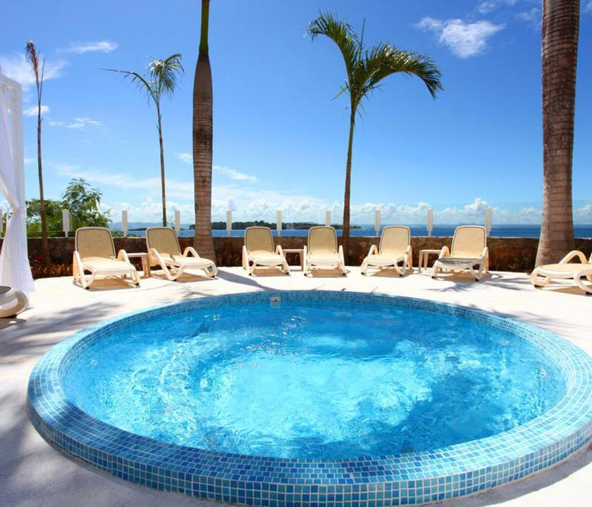 Luxury Bahia Principe Samana - pihenés a medence parton (Dominikai utazások)