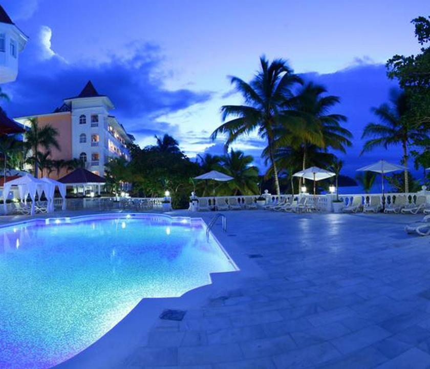 Luxury Bahia Principe Samana - medence este (Dominikai utazások)