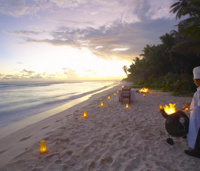Fregate Island Private - étkezés a tengerparton (Seychelle szigeteki utazások)