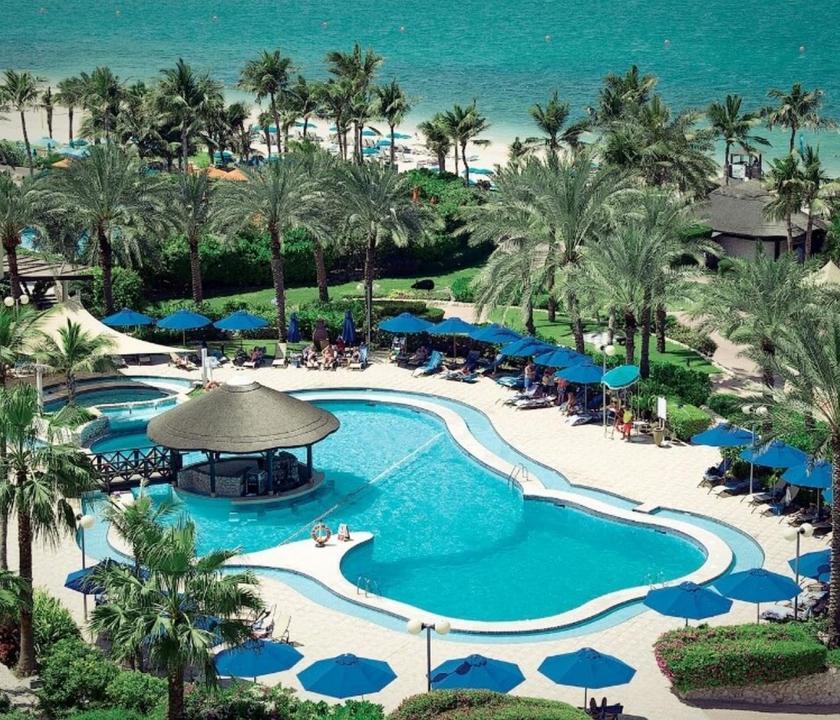 JA Beach Hotel - medence (Dubai utazások)