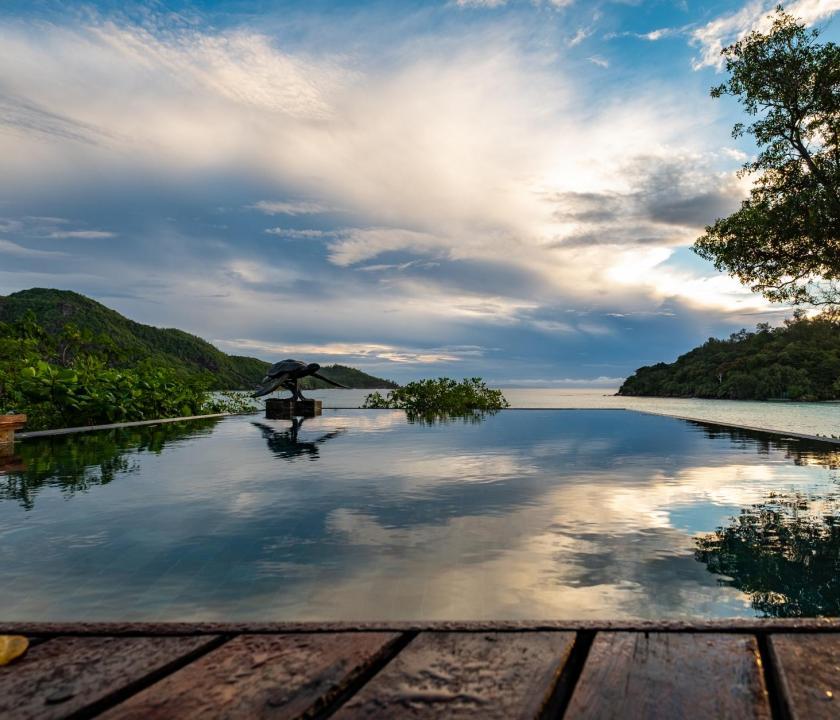 JA Enchanted Island Resort - medencés panoráma (Seychelle szigeteki utazások)