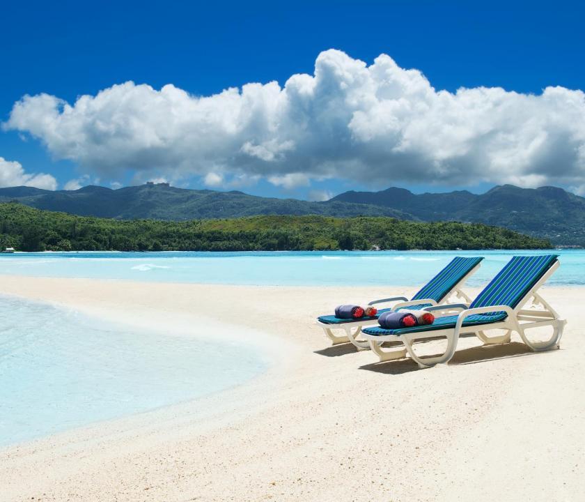 JA Enchanted Island Resort - homokos tengerpart (Seychelle szigeteki utazások)