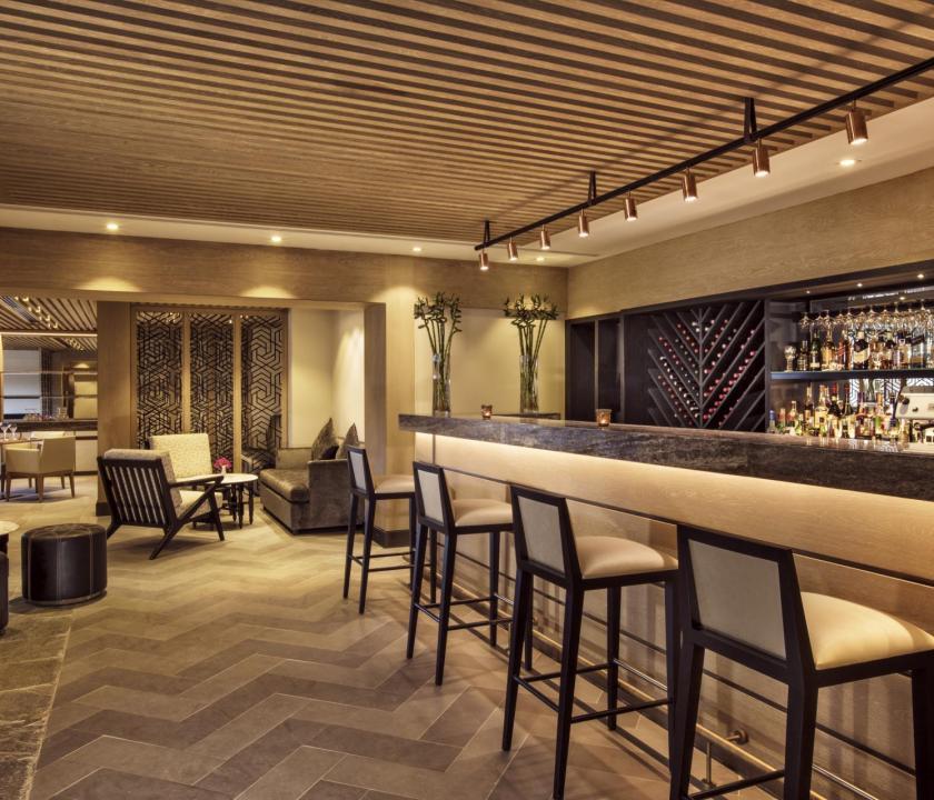 JA Hatta Fort Hotel - koktél bár (Dubai utazások)