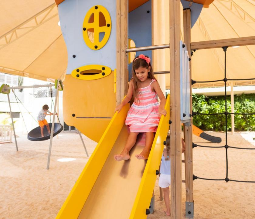 JA Lake View Hotel - játszótér (Dubai utazások)
