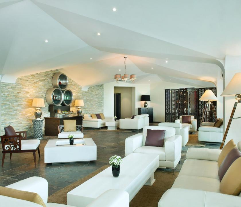 JA Lake View Hotel - lounge (Dubai utazások)