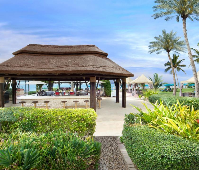 JA Lake View Hotel - tengerparti bár (Dubai utazások)