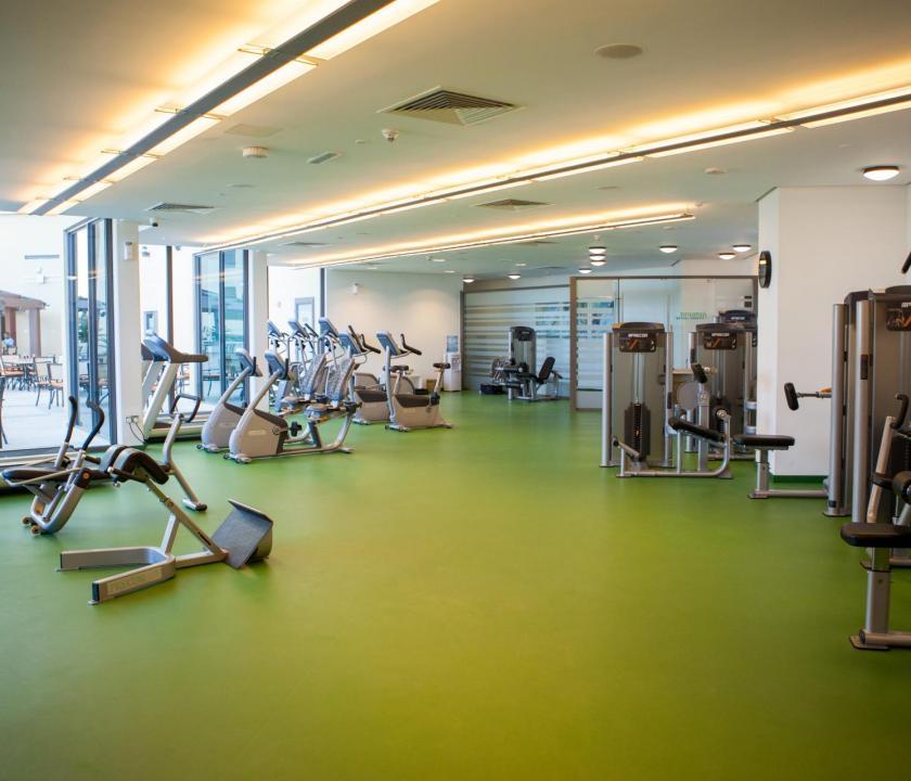 JA Ocean View Hotel - fitness terem (Dubai utazások)