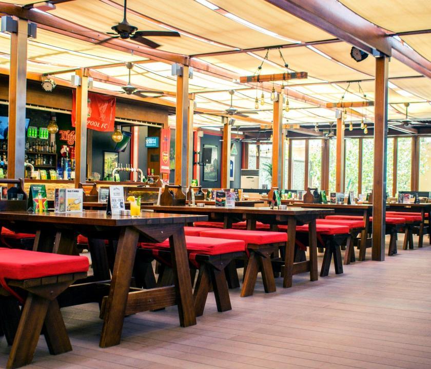 JA Ocean View Hotel - sport bár (Dubai utazások)