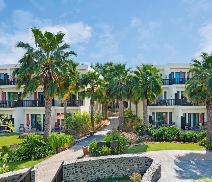 JA Palm Tree Court Hotel - kert (Dubai utazások)