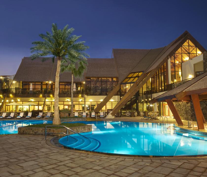 JA Palm Tree Court Hotel - medence (Dubai utazások)