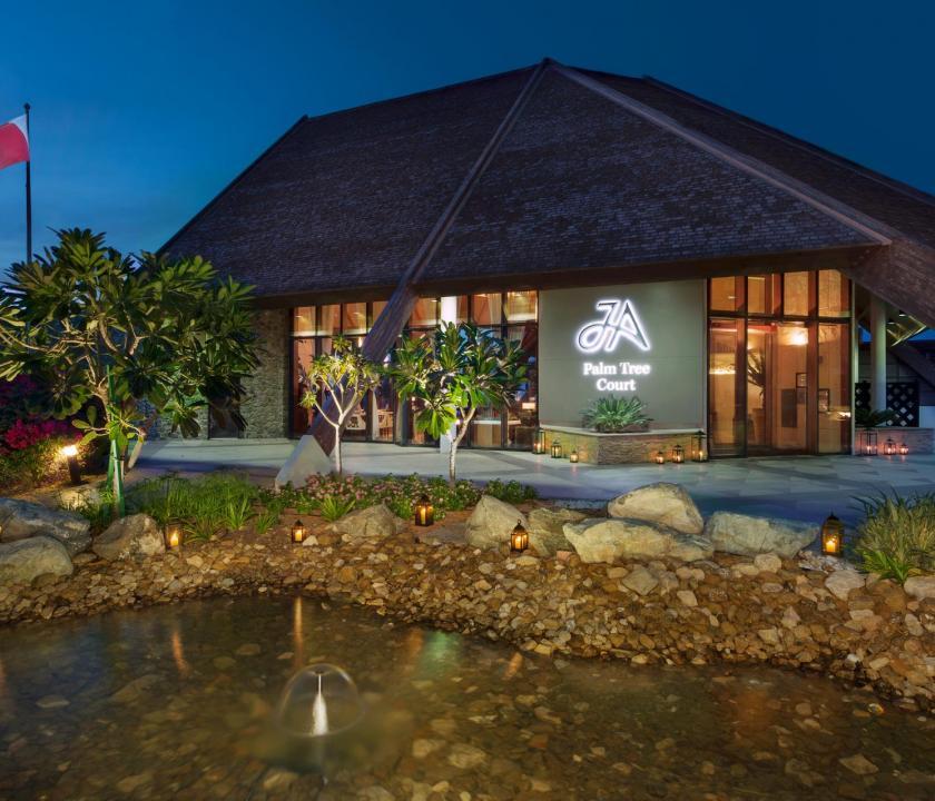 JA Palm Tree Court Hotel - belső kert (Dubai utazások)