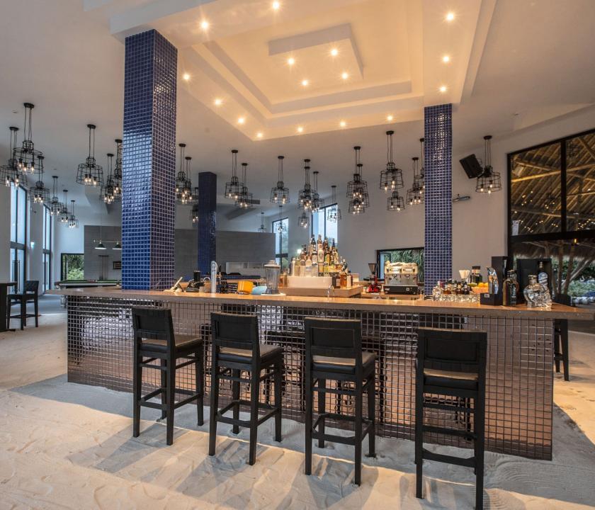 Emerald Maldives Resort & Spa - bár (Maldív-szigeteki utazások)
