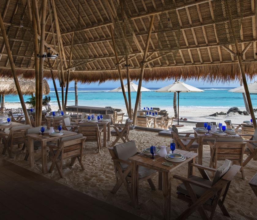 Emerald Maldives Resort & Spa - az étterem terasza (Maldív-szigeteki utazások)