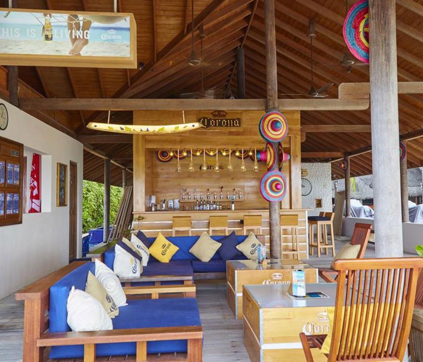 Kuredu Island Resort & Spa - bár (Maldív-szigeteki utazások)