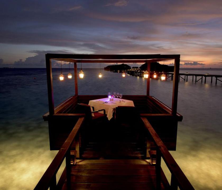 Lily Beach Resort & Spa - privát vacsora a víz felett (Maldív-szigeteki utazások)