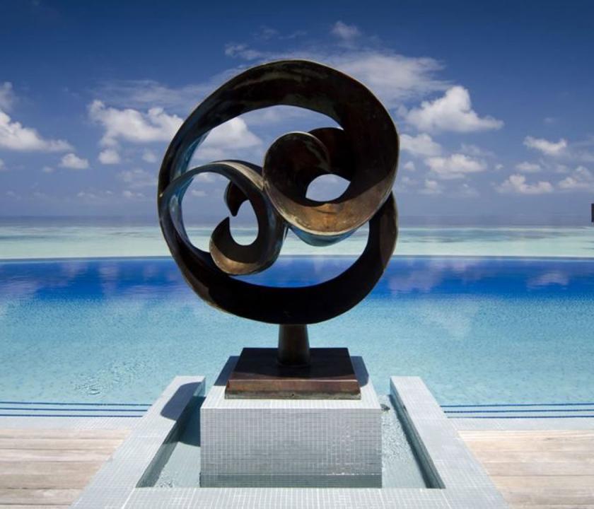 Lily Beach Resort & Spa - medence (Maldív-szigeteki utazások)