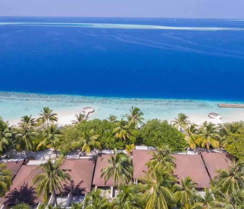 Lily Beach Resort & Spa - a part felülről (Maldív-szigeteki utazások)