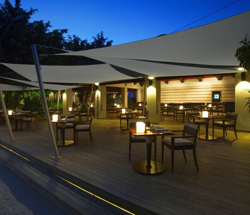 Velassaru Maldives - étterem a teraszon (Maldív-szigeteki utazások)