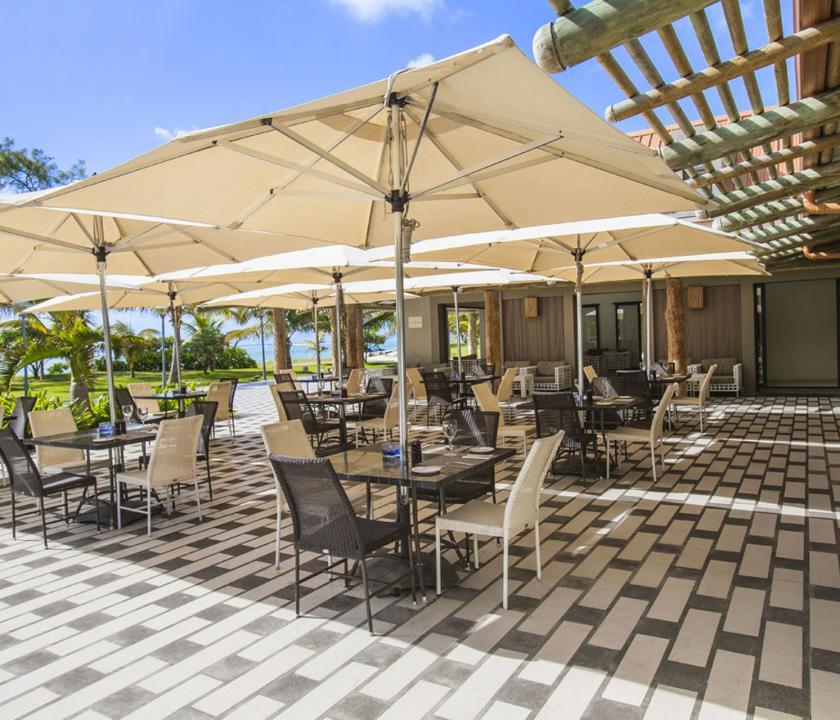 Maritim Crystals Beach Hotel - étterem terasza (Mauritiusi utazások)