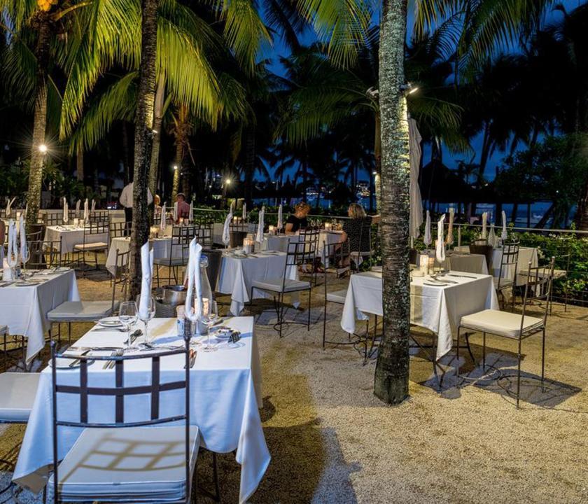Mauricia Beachcomber Resort & Spa - étterem a parton (Mauritiusi utazások)