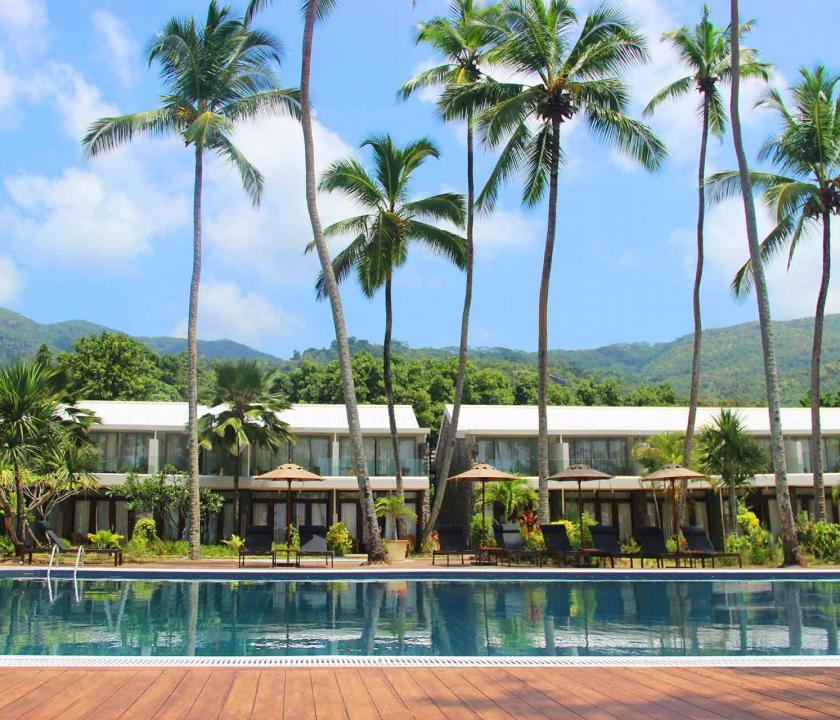 Avani Seychelles Barbarons Resort & Spa - medence (Seychelle szigeteki utazások)
