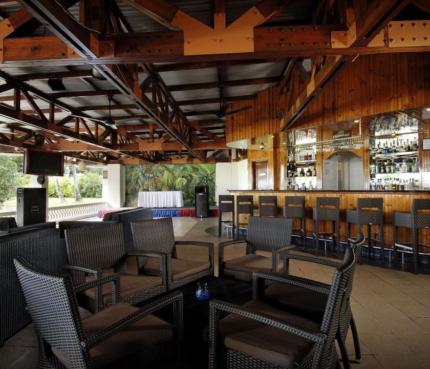 Berjaya Beau Vallon Bay Resort & Casino - bár (Seychelle szigeteki utazások)