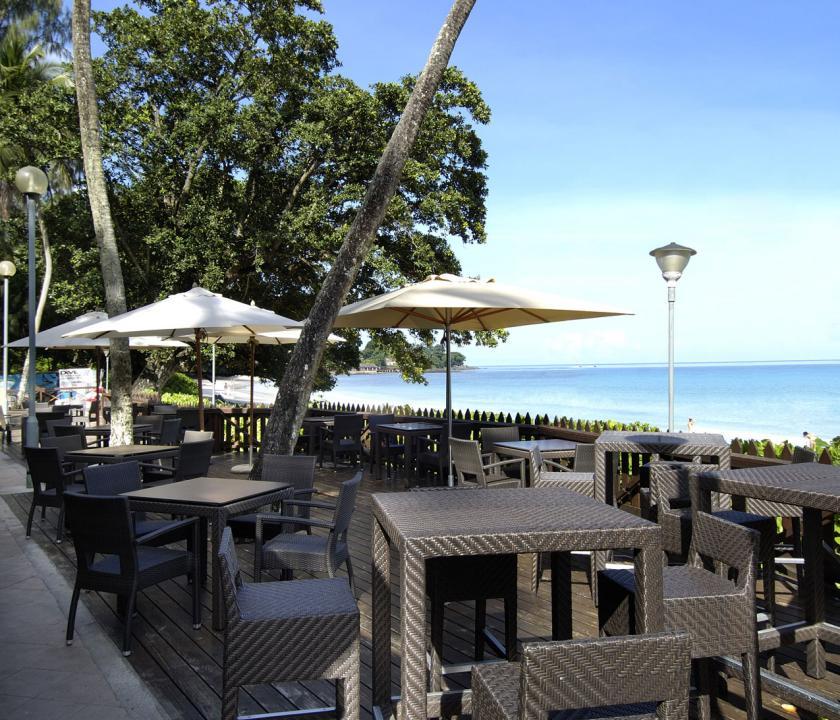Berjaya Beau Vallon Bay Resort & Casino - terasz (Seychelle szigeteki utazások)