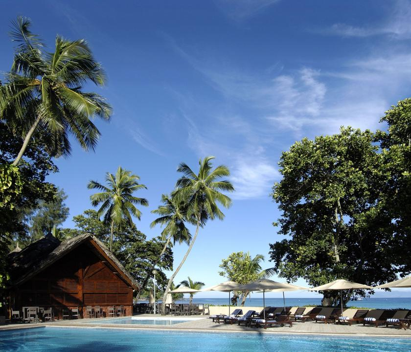 Berjaya Beau Vallon Bay Resort & Casino - medence (Seychelle szigeteki utazások)