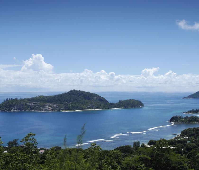 Berjaya Beau Vallon Bay Resort & Casino - kilátás a szigetről (Seychelle szigeteki utazások)