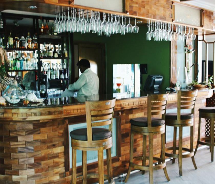 Crown Beach - bár (Seychelle szigeteki utazások)
