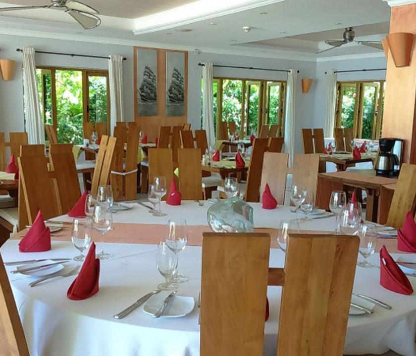 Crown Beach - étterem (Seychelle szigeteki utazások)