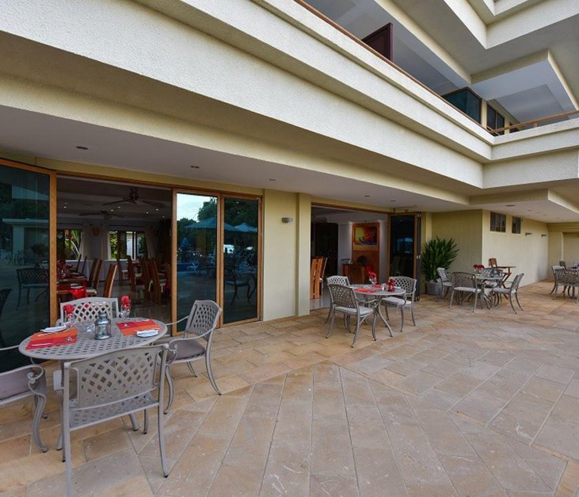 Crown Beach - az étterem terasza (Seychelle szigeteki utazások)