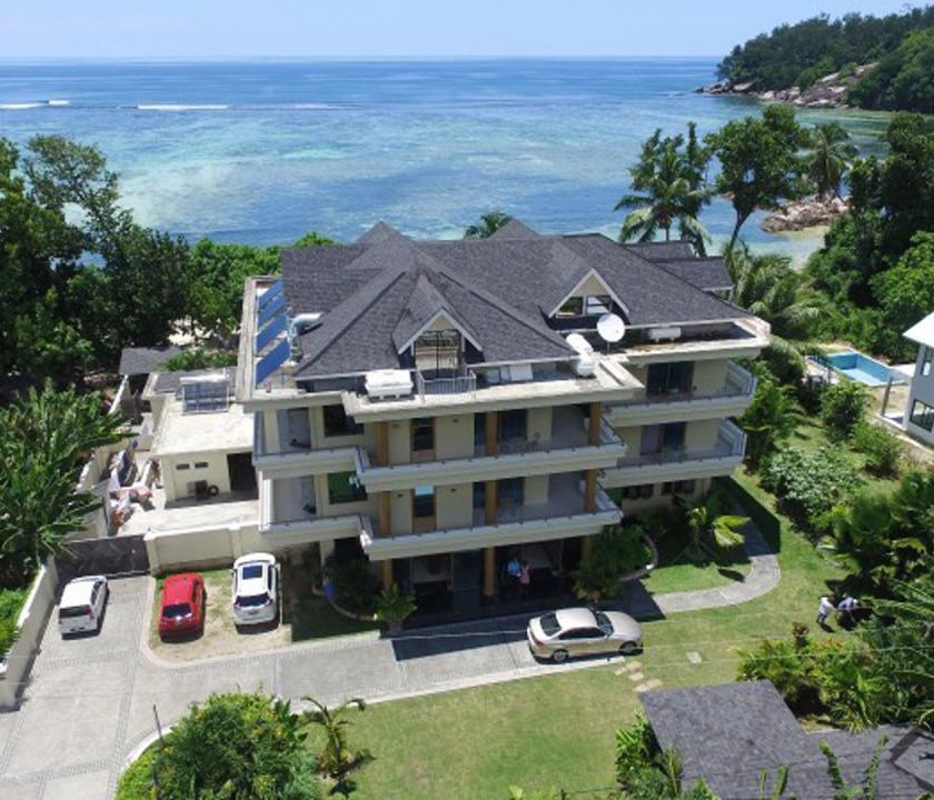 Crown Beach - hotel felülről (Seychelle szigeteki utazások)