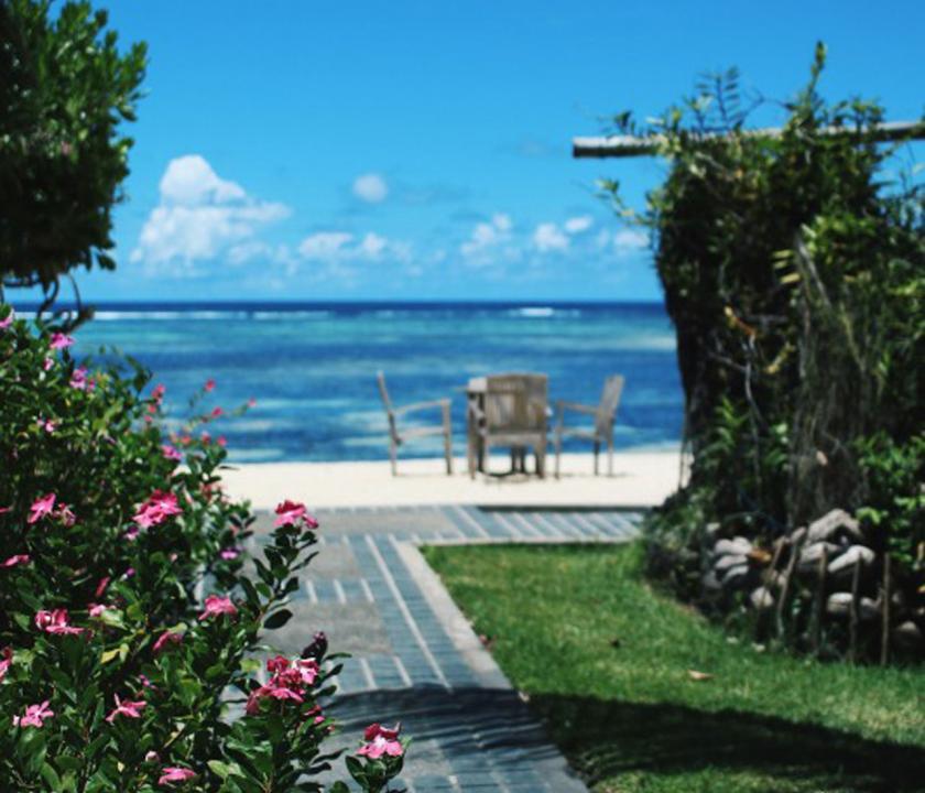 Crown Beach - séta a partra (Seychelle szigeteki utazások)