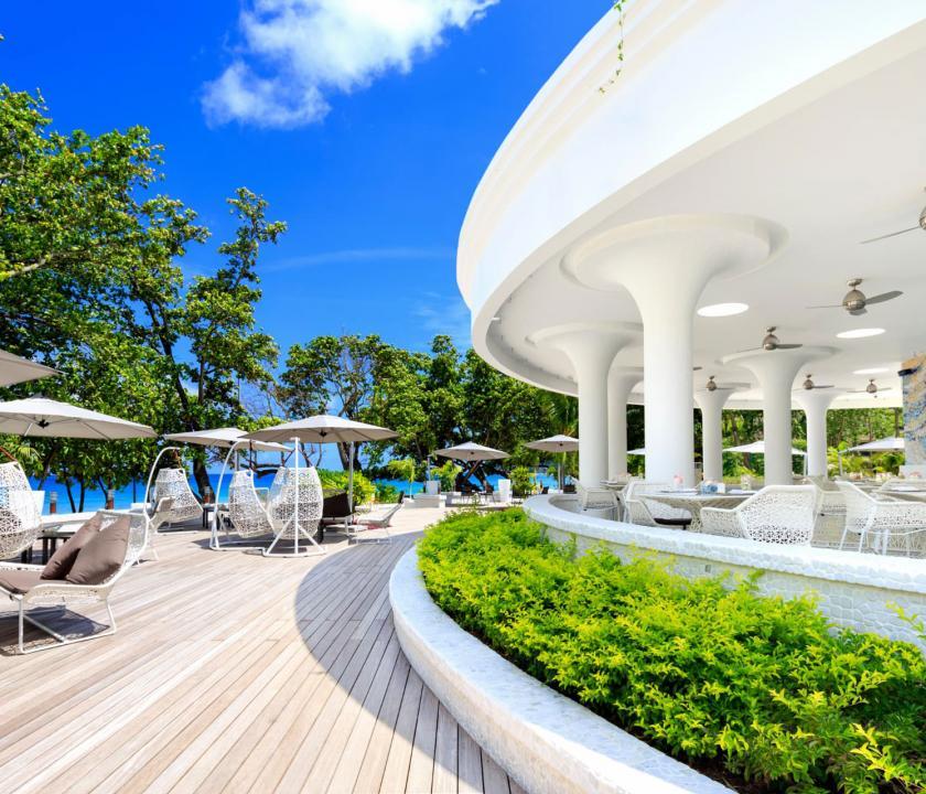 Savoy Resort & Spa - terasz (Seychelle szigeteki utazások)