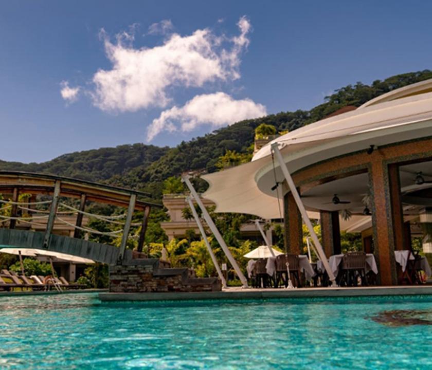 Savoy Resort & Spa - medence (Seychelle szigeteki utazások)
