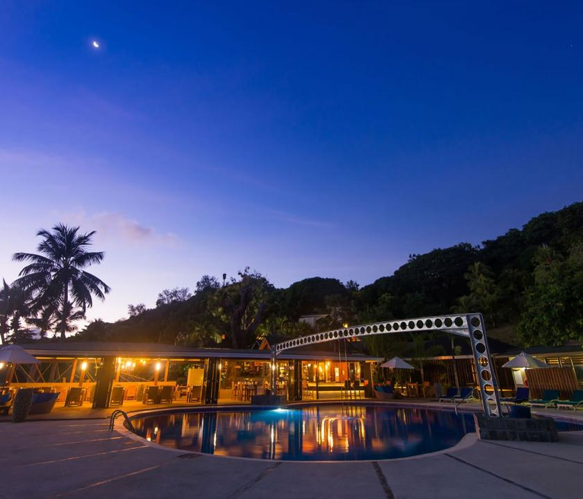 Coco de Mer Hotel & Black Parrot Suites - medence este (Seychelle szigeteki utazások)