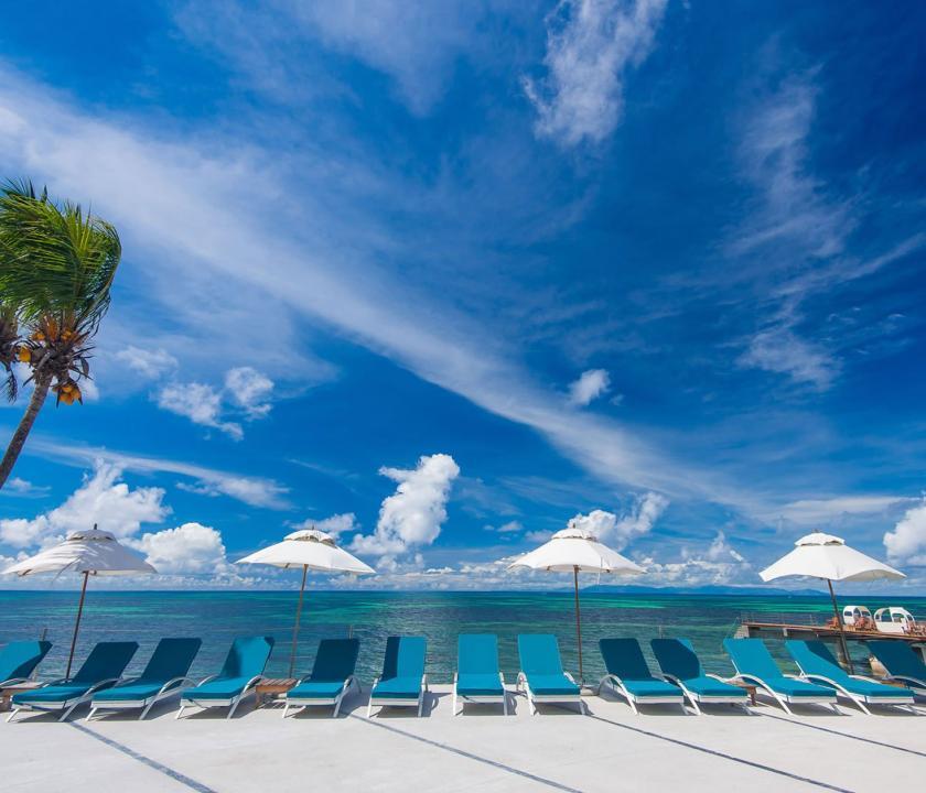 Coco de Mer Hotel & Black Parrot Suites - napozóterasz (Seychelle szigeteki utazások)