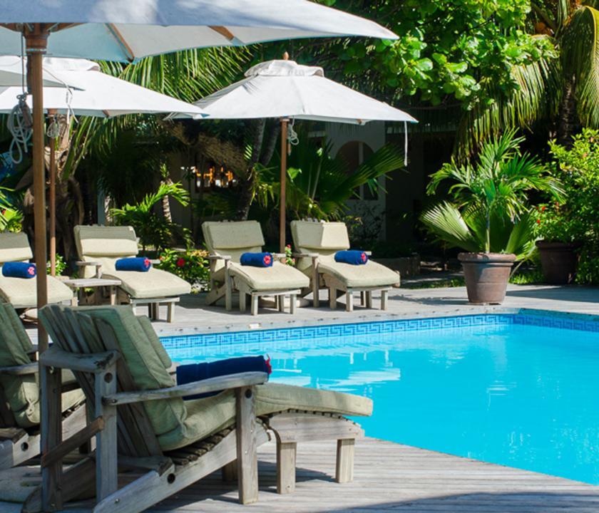 Indian Ocean Lodge - medence (Seychelle szigeteki utazások)