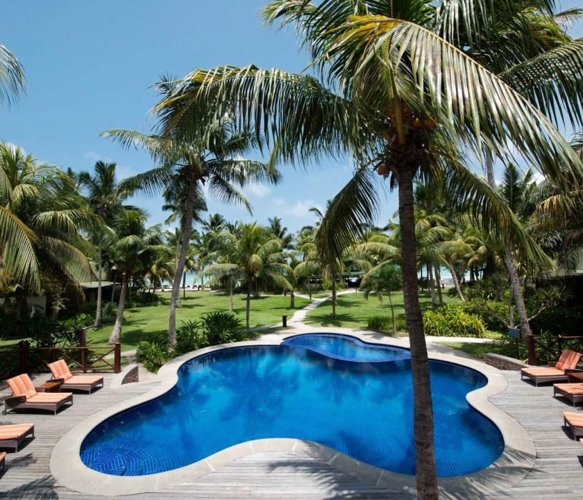 Paradise Sun Hotel - medence (Seychelle szigeteki utazások)
