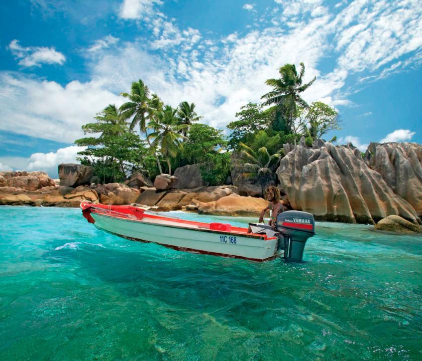 Paradise Sun Hotel - motorcsónakázás (Seychelle szigeteki utazások)