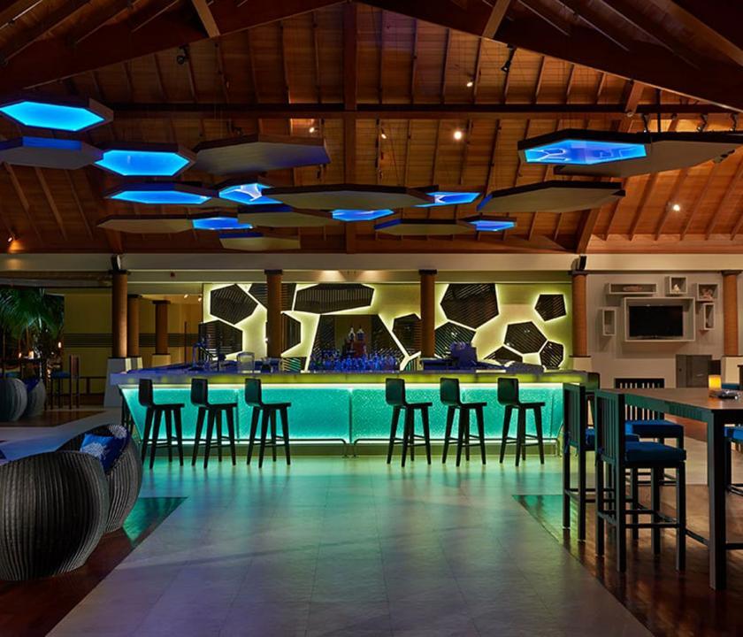 Hilton Seychelles Labriz Resort & Spa - bár (Seychelle szigeteki utazások)