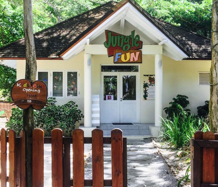 Hilton Seychelles Labriz Resort & Spa - a Kids Club bejárata (Seychelle szigeteki utazások)